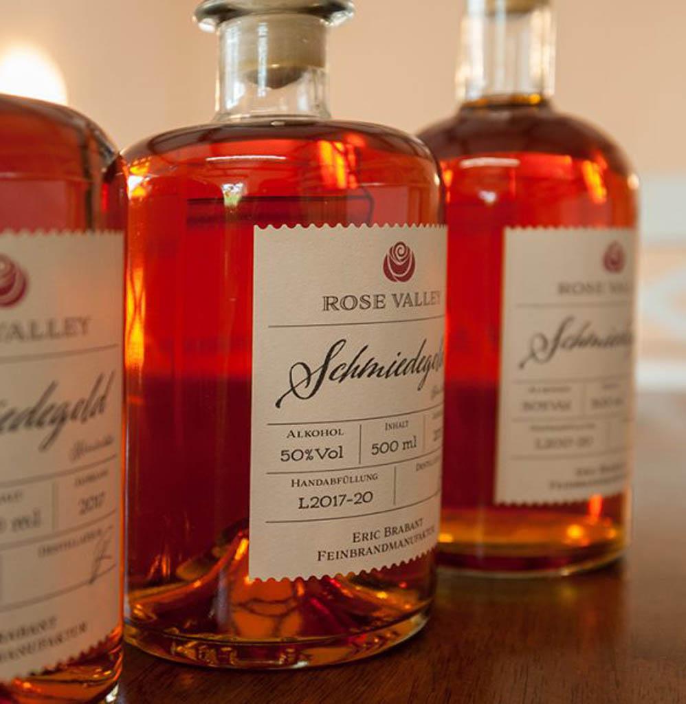 Schmiedegold aus der Feinbrandmanufaktur Eric Brabant, Marbach in Striegistal Obstbrände, Kräuterliköre, Gin und Whisky